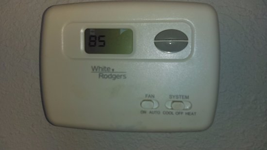 Marjac Suites: Temp in the room was 85 degrees for two days!