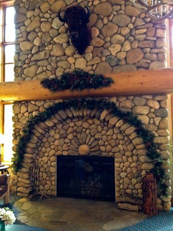 Rock Creek Resort: Lobby fireplace constructed from rocks out of Rock Creek