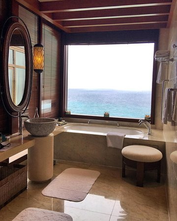 Shangri-La's Boracay Resort & Spa: view from Villa 35's bathroom (treehouse villa)