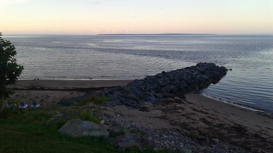 Pictou, Canada: Beach at high tide