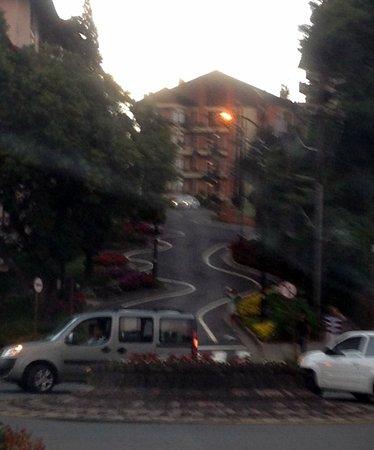 A Rua Torta de Gramado: de baixo