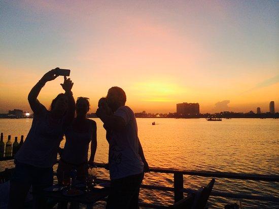 Dolphin Phnom Penh Cruises