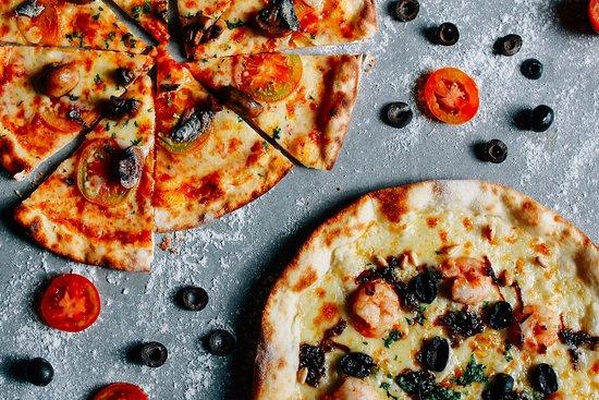 Kudos: Handmade Thin Crust Pizzas