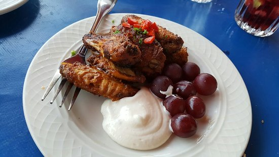 Hillside, IL: Chicken wings with grapes and aioli