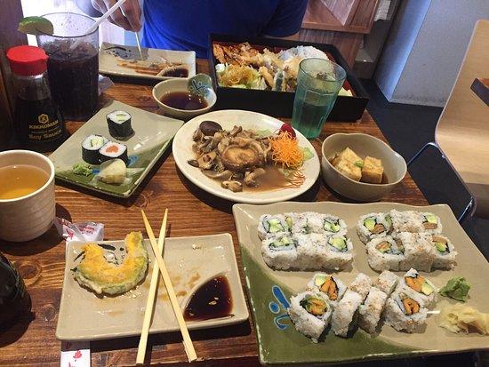 Sushi On Bloor: Vegan and no vegan sushi