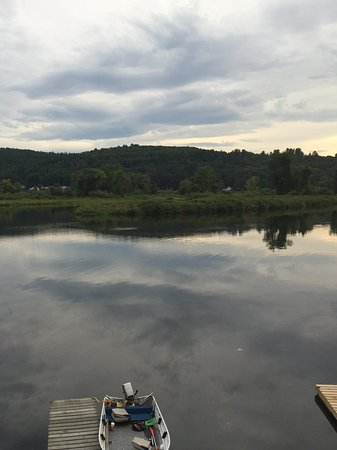 Brookline, Вермонт: View from restaurant in Brattleboro. Only 20 min from Inn and delicious