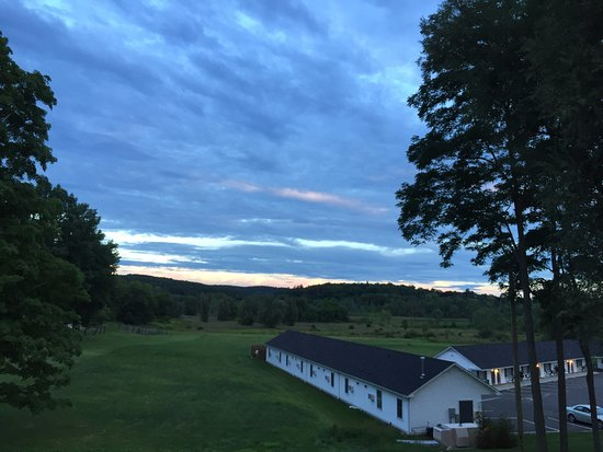 Sharon, CT: Beautiful sunrises/sunsets over the mountains with deer, rabbits, frogs, bear roaming by at time