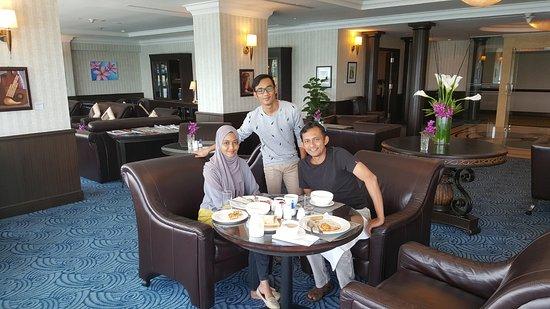 Le Meridien Kota Kinabalu: The spacious club lounge in Level 12