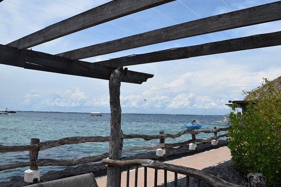 Bluewater Maribago Beach Resort: photo1.jpg