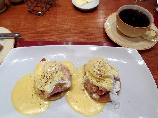 Carrick Lodge Hotel: My personal favorite, in the restaurant, is the unique Eggs Benedict served on crumpets. Delish!