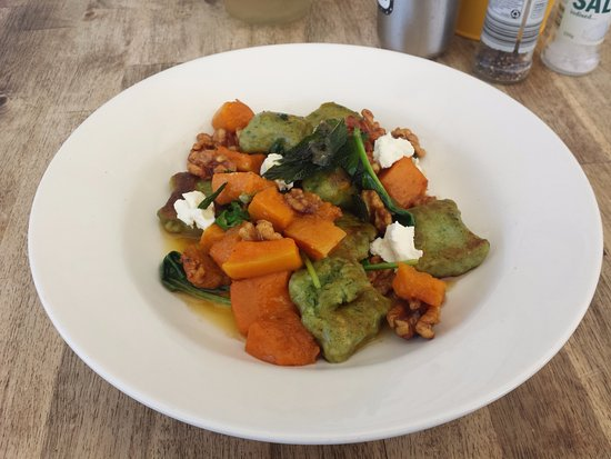 Tea Gardens, Australien: Main Meal - Ricotta gnocchi with pumpkin, walnuts and Goat's cheese