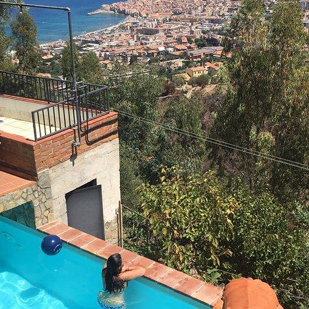 L'Arca: kilátás a medencéből