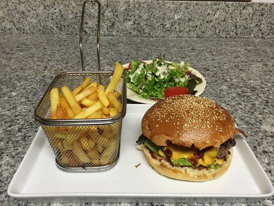 Mundolsheim, Prancis: hamburger Texas : pour qui aime la sce barbecue les oignons frits et le bacon (permanent)