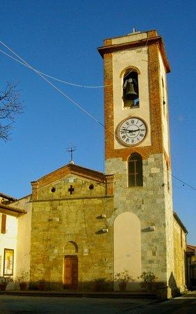 Cascina, Italia: Solida come la fede dei fedeli.