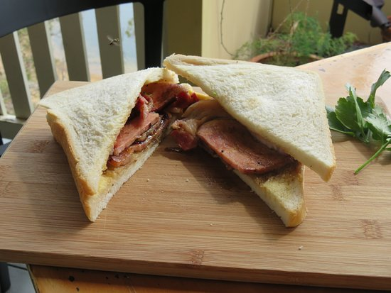 Fernvale, Avustralya: This is nearly a British bacon sarnie!