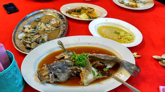 End Of The World Seafood: Steamed seabass, shellfish and the remants of a very ordinary meal