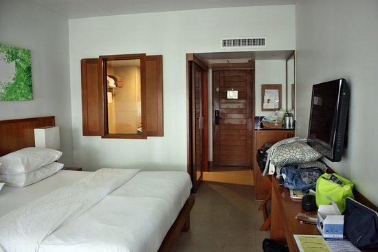 Woodlands Hotel & Resort: Unser Zimmer mit Aussicht ins Bad