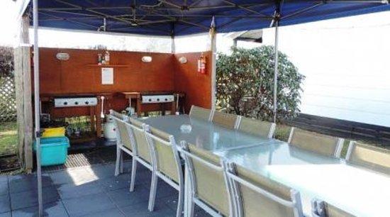 Turangi, Nya Zeeland: Guests Bar-B-Q area