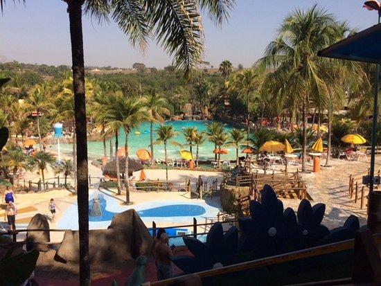Parque lindo guas frias ningu m na piscina de onda for Olimpia piscina de onda