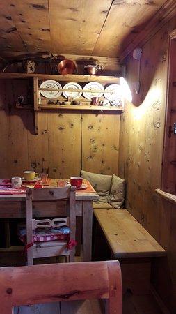 Bed & Breakfast Campaciol: corner of the breakfast room