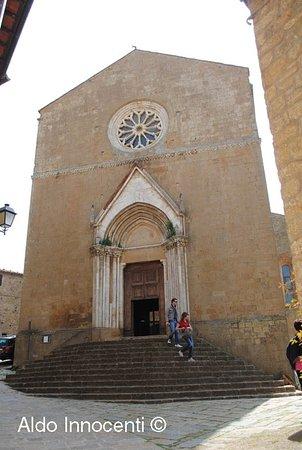 Монти, Италия: Pieve dei Santi Leonardo e Cristoforo a Monticchiello