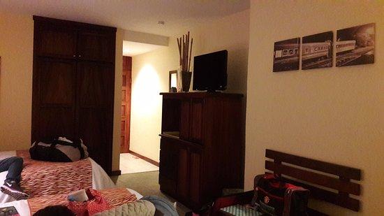 Boutique Hotel Jade: Los cuartos tienen muy buenos espacios, y buena organización, cuentan con sofa y barra como escr