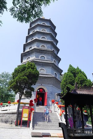Zhanshan Temple: สามารถขึ้นไปกราบสักการะพระพุทธรูปได้แต่ไม่สามารถขึ้นไปถึงยอดสูงสุดได้
