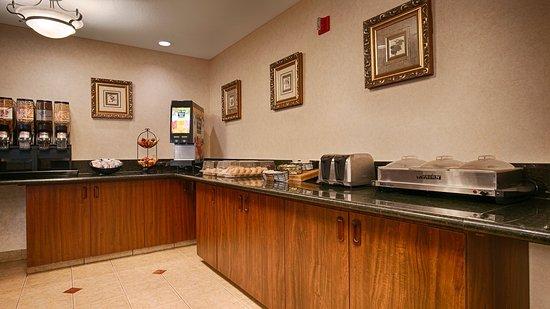 BEST WESTERN Salbasgeon Inn & Suites of Reedsport: Breakfast Area