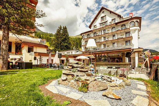 Hotel Meierhof Davos: Hotell Meierhof Aussenansicht im Sommer