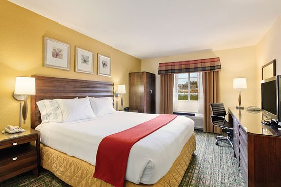 Holiday Inn Express San Diego - Escondido: Enjoy our spacious guest roomd with either a king or double bed