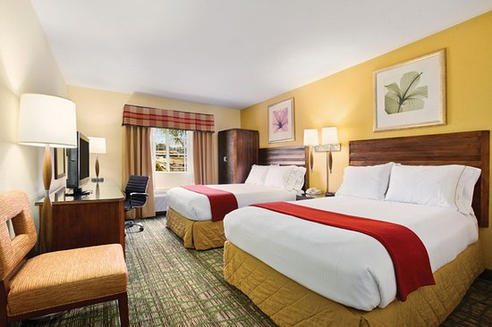 Holiday Inn Express San Diego - Escondido: Our 2 double bed guest rooms are perfect for families
