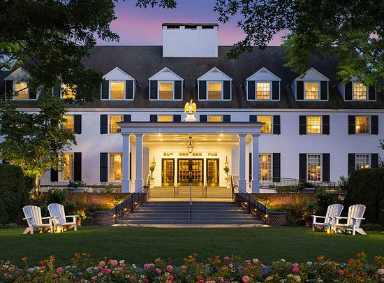Woodstock Inn and Resort: Entrance Dusk