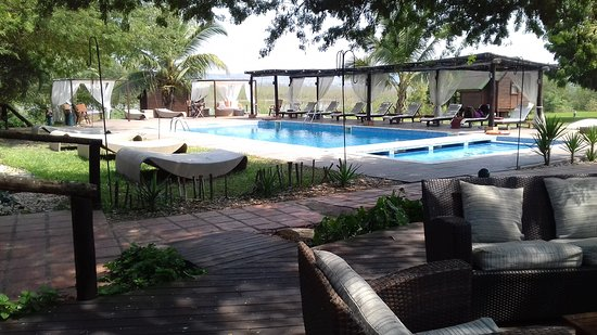 Mubanga Lodge: View of pool from restaurant area