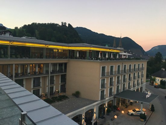 Hotel Edelweiss: View of hotel entry from above