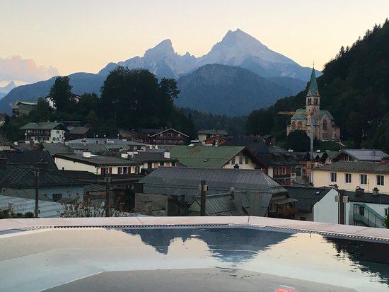 Hotel Edelweiss: View from roof top Hot tub !!!