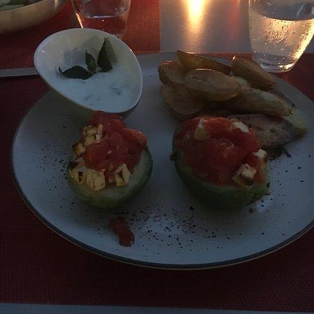Achern, Duitsland: Gefüllte Avocado mit Rosmarinkartoffeln :)