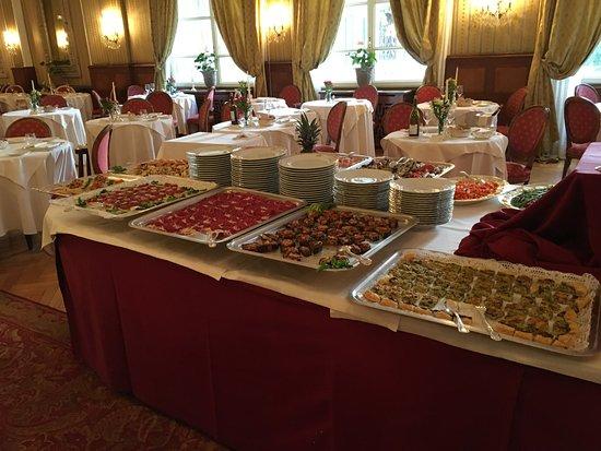 Miramonti Majestic Grand Hotel: sala ristorazione con antipasti a buffet