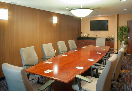 Courtyard Pensacola Downtown: Executive Boardroom