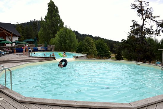 Huttopia Font-Romeu: piscine du camping