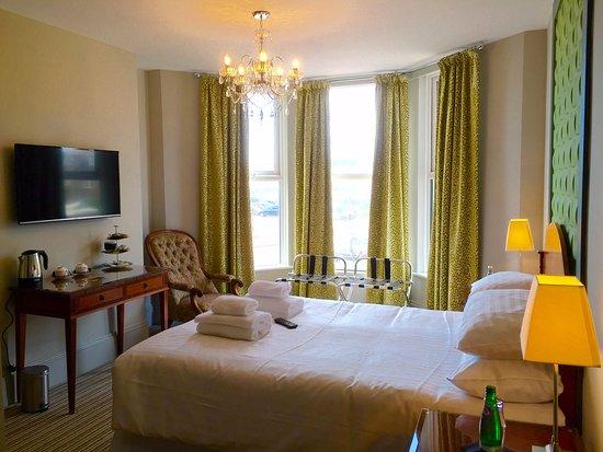 Bexhill-on-Sea, UK: Room 2 views to De La Warr Pavilion