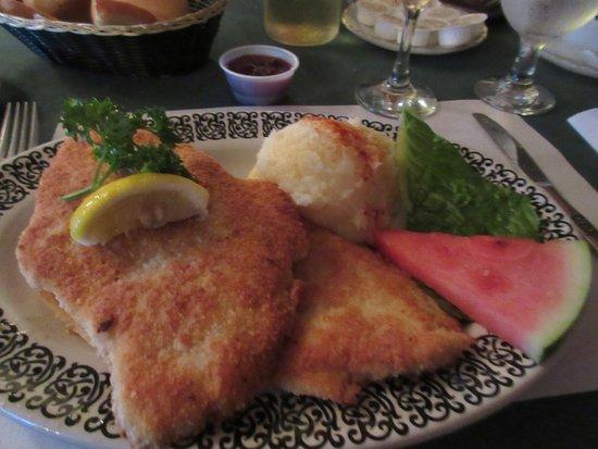 Salzburger Hof Dining Lounge: Chicken Schnitzel