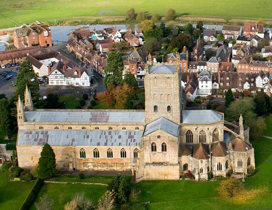 ‪‪Tewkesbury Abbey‬: Tewkesbury Abbey seen from the air‬