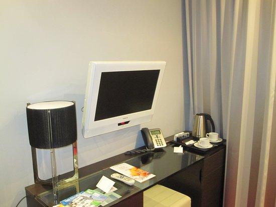 Tallink Hotel Riga: scrivania tv e bollitore