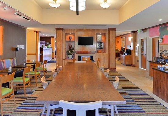 Elk Grove, Californien: Breakfast Seating Area