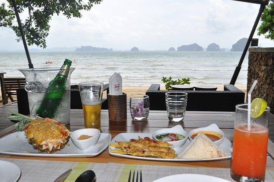 The Tubkaak Krabi Boutique Resort: Almoço com vista espectacular