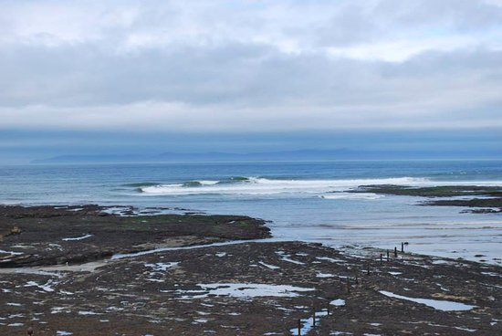 TurfnSurf Lodge & Surf School: the view from the Lodge - Donegal bay
