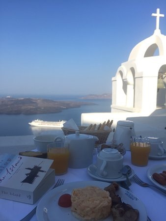 Aigialos Hotel: Having breakfast on the private balcony