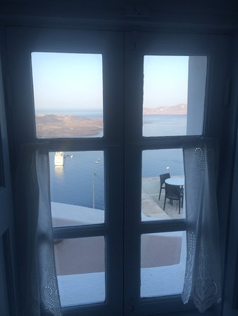 Aigialos Hotel: View from inside the room