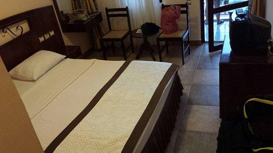 Hotel Club Phellos: 20160828_193742_large.jpg