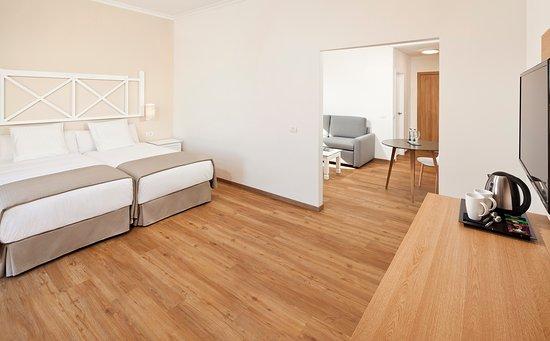 Family junior suite picture of melia jardines del teide for Melia jardines del teide junior suite